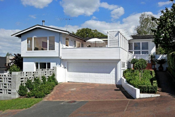 Just Off Victoria Ave - Fantastic 60's Family Home
