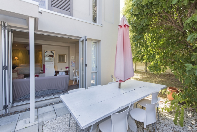 Townhouse in the most convenient location with its own garden/lawn