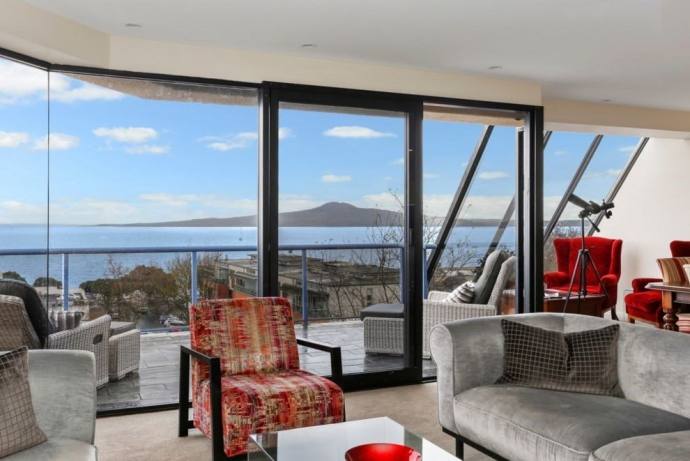 Rangitoto and the Gulf Views at your fingertips!